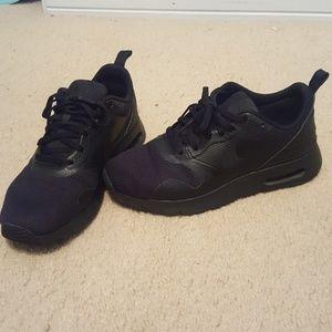 Nike Air Max Tavas Black Tennis Shoes Sneakers
